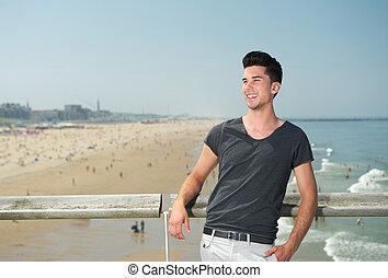 boldog, fiatalember, mosolygós, szünidő, tengerpart