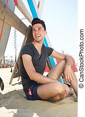 boldog, fiatalember, mosolygós, tengerpart