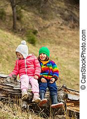 boldog, gyerekek, képben látható, fatörzs