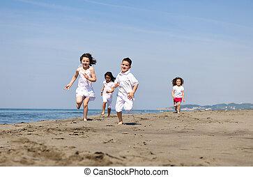 boldog, gyermek, csoport, játék, képben látható, tengerpart