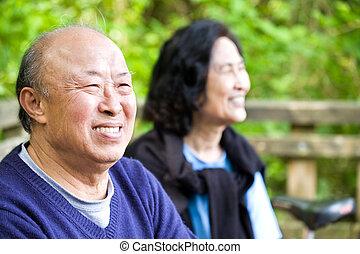 boldog, idősebb ember, asian összekapcsol