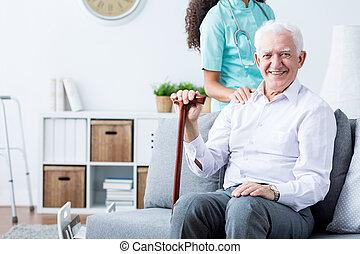 boldog, idősebb ember, meghibásodott bábu, és, caregiver