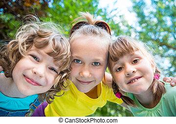 boldog, játék, csoport, gyerekek, szabadban