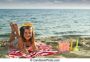 boldog, kicsi lány, elterül tengerpart, nyár, évad