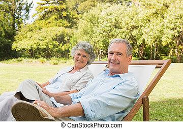 boldog, megfontolt összekapcsol, ülés, képben látható, nap