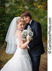 boldog, menyasszony inas, -ban, egy, esküvő, a parkban