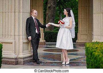 boldog, menyasszony inas, gyalogló, alatt, egy, nyár, liget