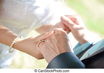 boldog, newlywed, párosít hatalom kezezés