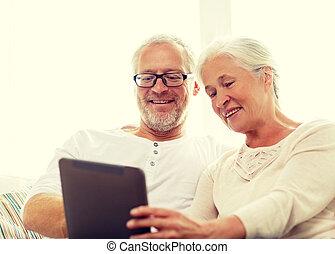 boldog, senior összekapcsol, noha, tabletta pc, otthon
