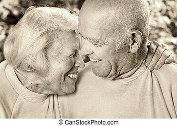 boldog, senior összekapcsol, szerelemben