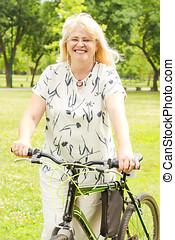 boldog, senior woman, külső