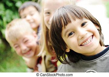 boldogság, kívül, határ, boldog, gyerekek, együtt, külső, arc, mosolygós, és, gondatlan