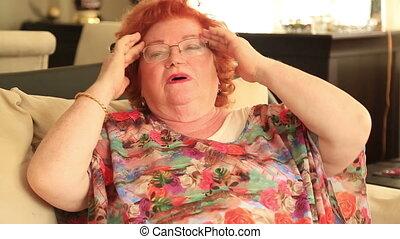 bolesny, starsza kobieta, z, migrena