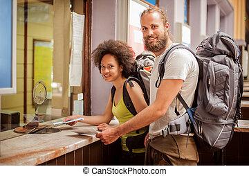 boletos, comprar, pareja, mostrador, terminal, estación, ...