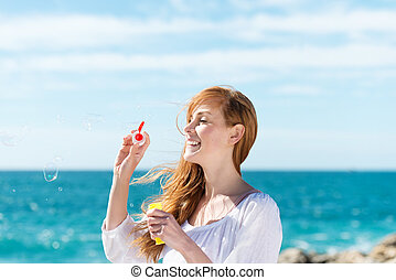 bolhas, mulher, mar, soprando
