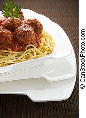 bolognese, espaguetis, con, albóndiga