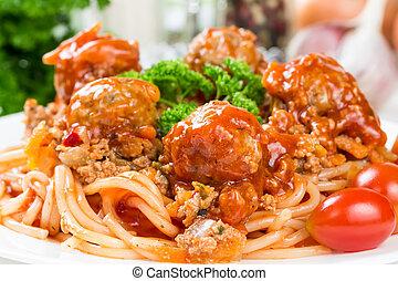bolognese espaguetis, con, carne de vaca, albóndigas