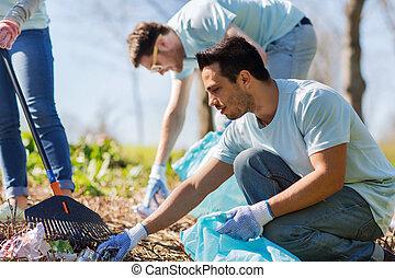 bolsas, basura, área, parque, limpieza, voluntarios