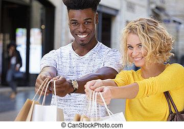 bolsas, pareja, compras, actuación, exuberante