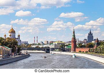 Bolshoy Kamenny Bridge on Moskva River, Moscow