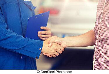 bolt, autó, autószerelő, kezezés reszkető, ember