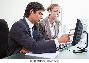 bom, negócio, trabalhe pessoas, olhar, computador