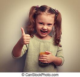 bom, vindima, sinal., suco, bebendo, rir, menina, criança, mostrando, feliz
