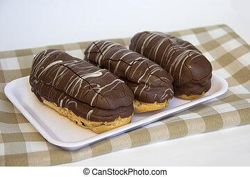 bomba, dulce, de, tradicional, chocolate., brazilian.