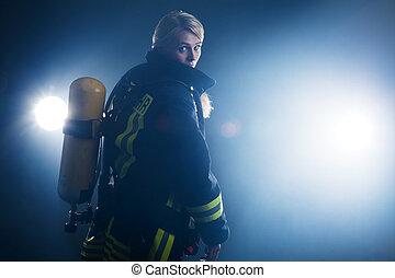 bombeiro, em, a, nevoeiro