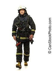 bombero, casco, hacha, joven, aislado, blanco