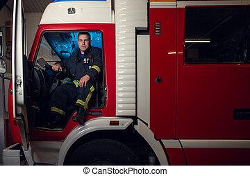 bombero, fuego, imagen, sentado, joven, camión, hombre