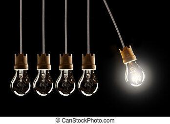 bombillas, luz, uno, solo, shinning, fila