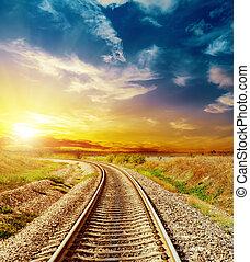 bon, coucher soleil, dans, coloré, ciel, sur, chemin fer