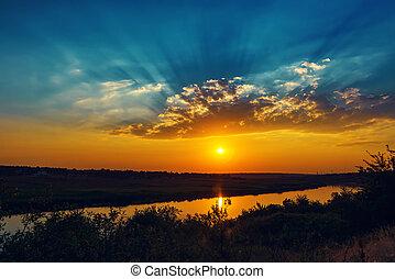 bon, coucher soleil, et, nuages, sur, rivière