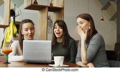 bon, réussi, ordinateur portable, coworking, center:, équipe, nouvelles, message, lecture, femmes
