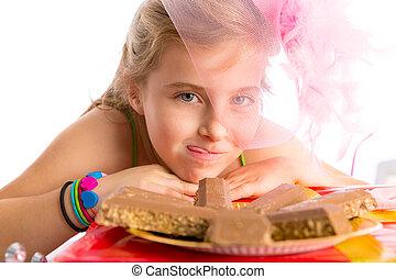 bonbon, éhes, szőke, buli lány, gesztus, kölyök