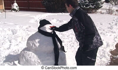 bonhomme de neige, garçon, mettre, figure