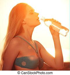 bonito, água, mulher, praia, garrafa