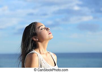 bonito, árabe, mulher, respirar, ar fresco, em, a, praia