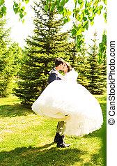 bonito, abraço, eles, par, casório, park., beijo, um ao outro