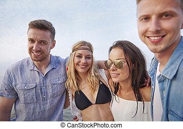 bonito, amigos, praia, jovem