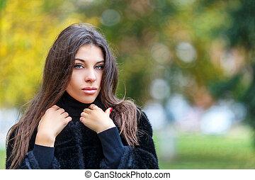 bonito, andar, mulher, fashin, concept., jovem, outono, park.
