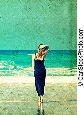 bonito, andar, mulher, jovem, praia., retro, v, praia