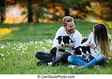 bonito, andar par, cachorros, e, ligar, em, natureza