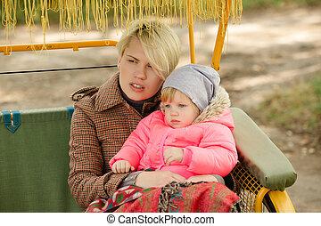 bonito, ao ar livre, dela, beleza, family., nature., mãe, parque, bebê, joy., junto., criança, mum, retrato, outdoors., tocando, feliz