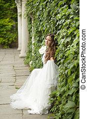 bonito, ao ar livre, gr, noiva, retrato casamento, vestido branco
