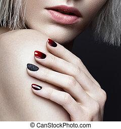 bonito, arte, smokey, beleza, face., maquilagem, cima, escuro, loura, desenho, manicure, fim, menina, nails.