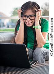bonito, asiático, menina adolescente, usando, um, computador, é, cansado
