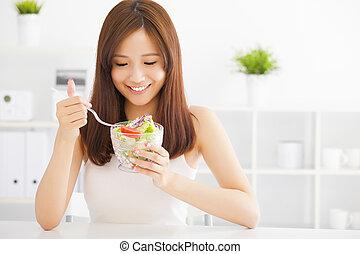 bonito, asiático, mulher jovem, comer, alimento saudável