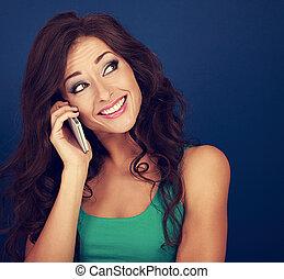bonito, azul, mulher, cacheados, telefone, pensando, face., maquilagem, cabelo, experiência., luminoso, closeup, móvel, retrato, divertimento, falando, style., toned